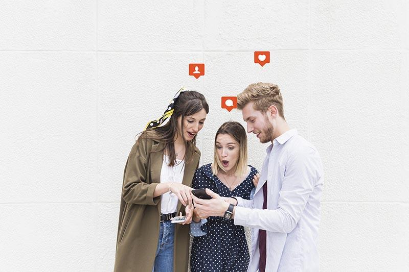 personas en redes sociales